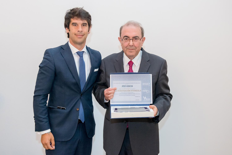 Jose Pascual Gracia junto con Santiago Jordi, Presidente de la Federación Española de Asociaciones de Enólogos.