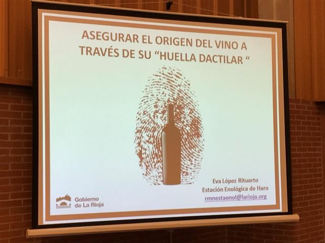 Eva Lópes Riturerto, Responsable deequipo de Resonacia Magnética de la Estación Enológica de Haro (La Rioja) nos habló sobre el importante proyecto que están desarrollando para crear un banco de datos  con la técnica HRMN para evaluar la autenticidad/genuinidad del vino en cuanto a país, región/D.O. y variedad.